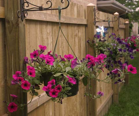 Simple Fence Post Planters for Petunias #diy #planter #flower #hanging #garden #decorhomeideas