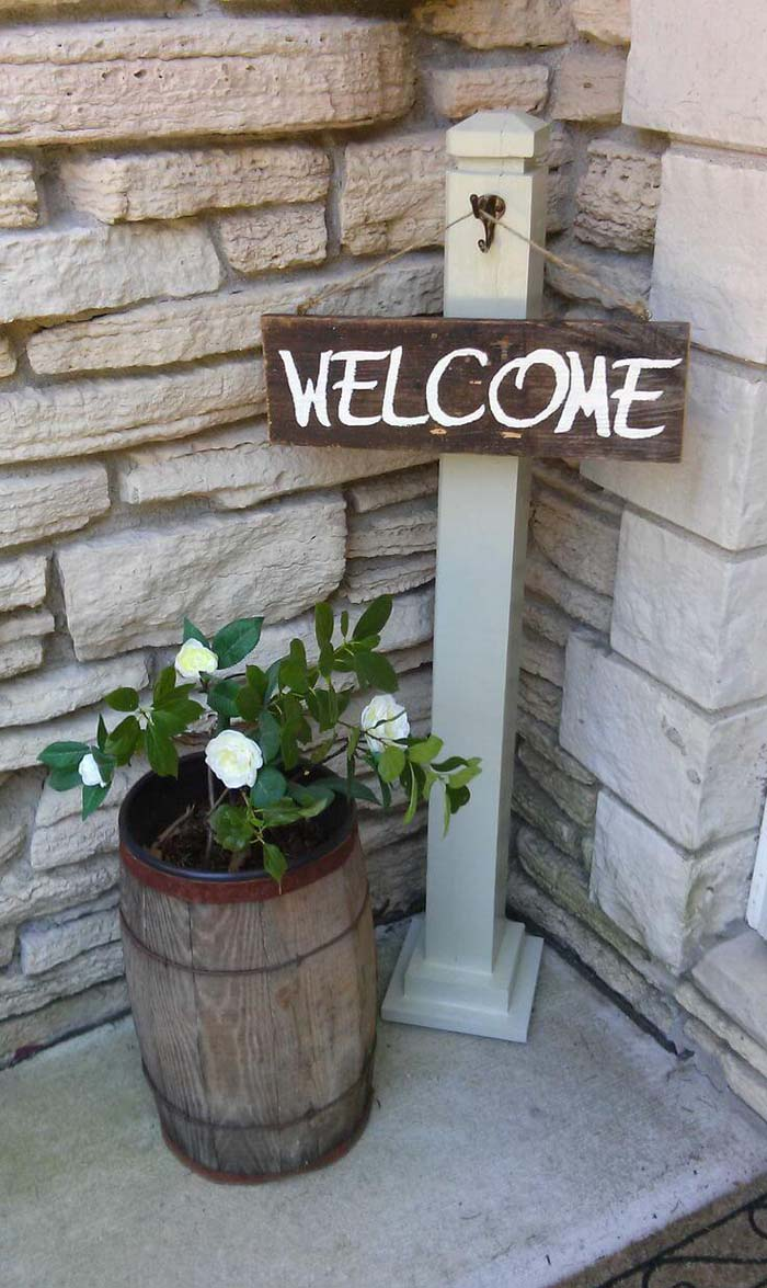 Simple Hanging Wooden Welcome Sign #diy #porch #sign #decorhomeideas