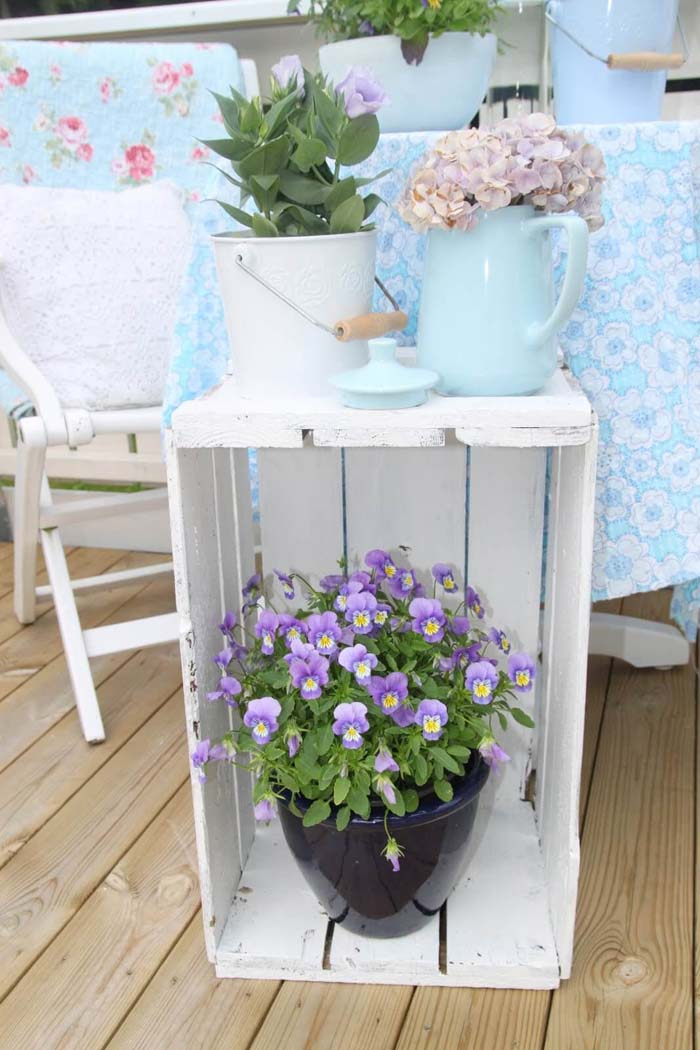Simple Painted Wooden Crate Plant Stand #porch #summer #decor #decorhomeideas