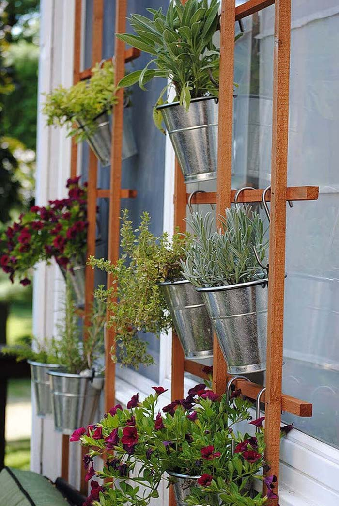 Simple Summertime Vertical Trellis Garden #diy #planter #flower #hanging #garden #decorhomeideas