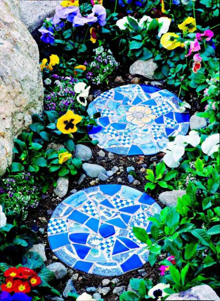 Truly Unique Stepping Stones #steppingstones #garden #backyard #pathway #decorhomeideas