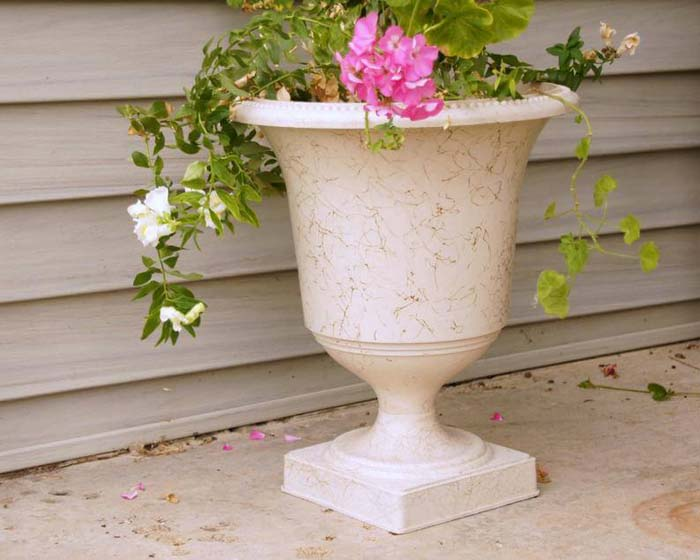 Unique Mid-Century Planter Urn #diy #garden #decor #countryside #decorhomeideas