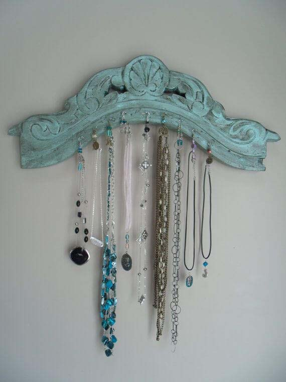 Unique Way to Hang Your Necklaces #chair #diy #repurposed #decorhomeideas