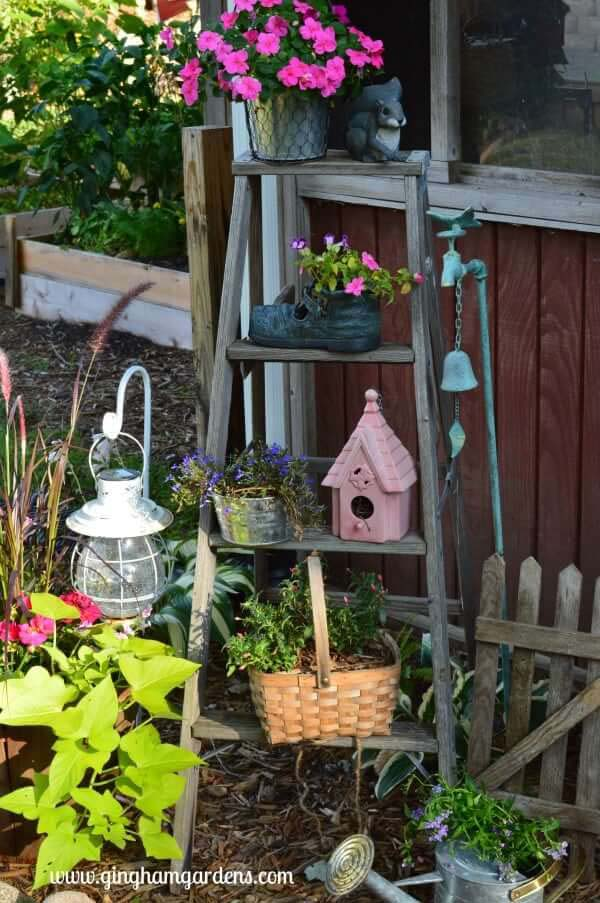 Upcycled Vintage Garden Decor #diy #garden #decor #countryside #decorhomeideas