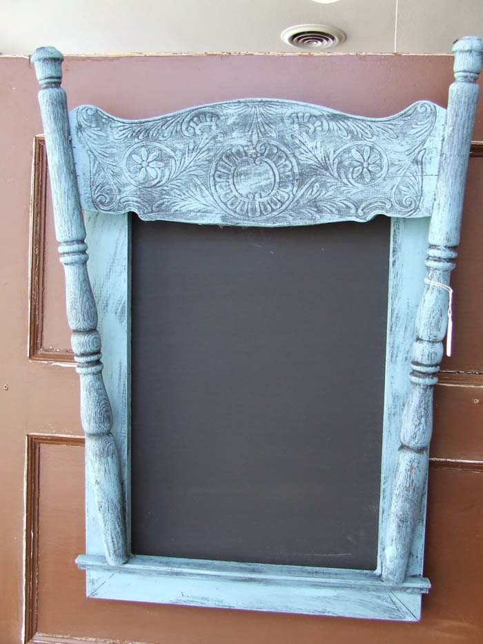 Vintage Style Chalkboard #chair #diy #repurposed #decorhomeideas
