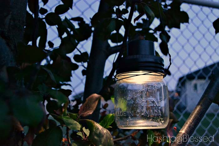 Whimsical Hanging Jar Lights #diy #solar #lights #solarlight #garden #decorhomeideas