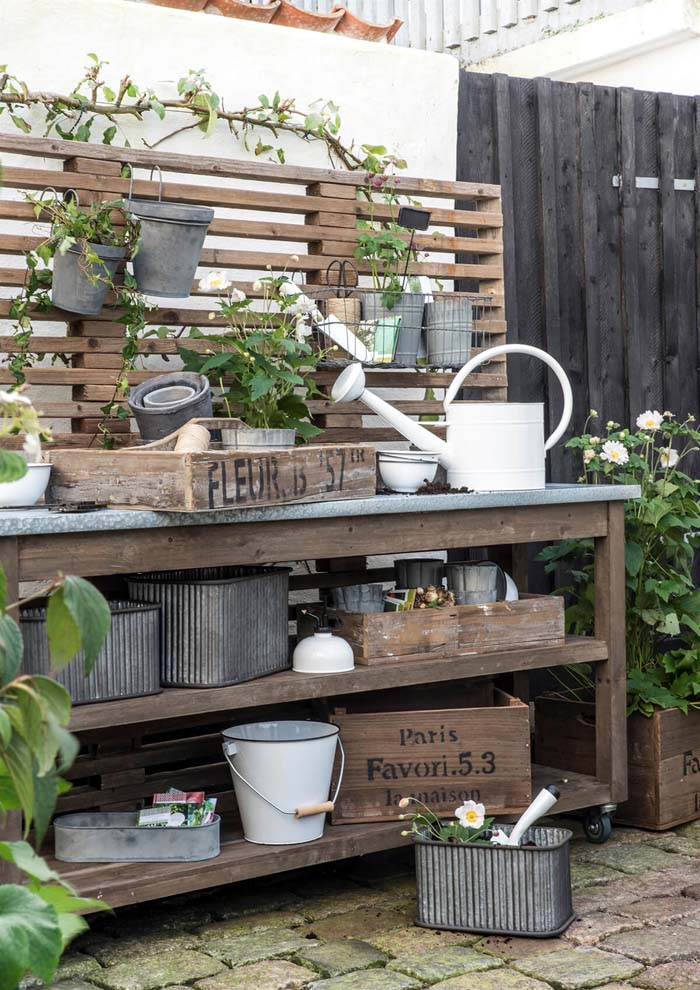 Your Favorite Corner of the Garden #diy #potting #bench #garden #decorhomeideas