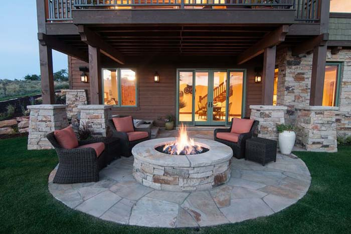 Backyard Barbecue Spot for Entertaining #diy #round #firepit #decorhomeideas