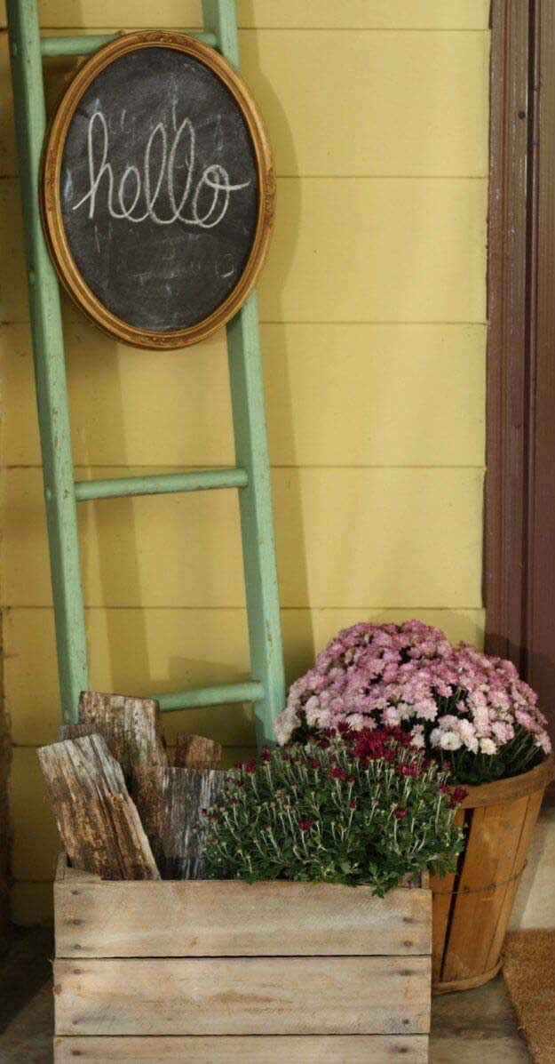 Barrel Planters with Chalkboard Sign #diy #planter #porch #decorhomeideas