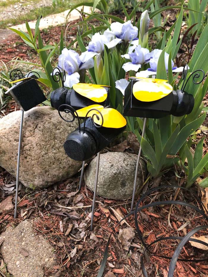 Bumble Bee Plant Stake #garden #upcycled #diy #decorhomeideas