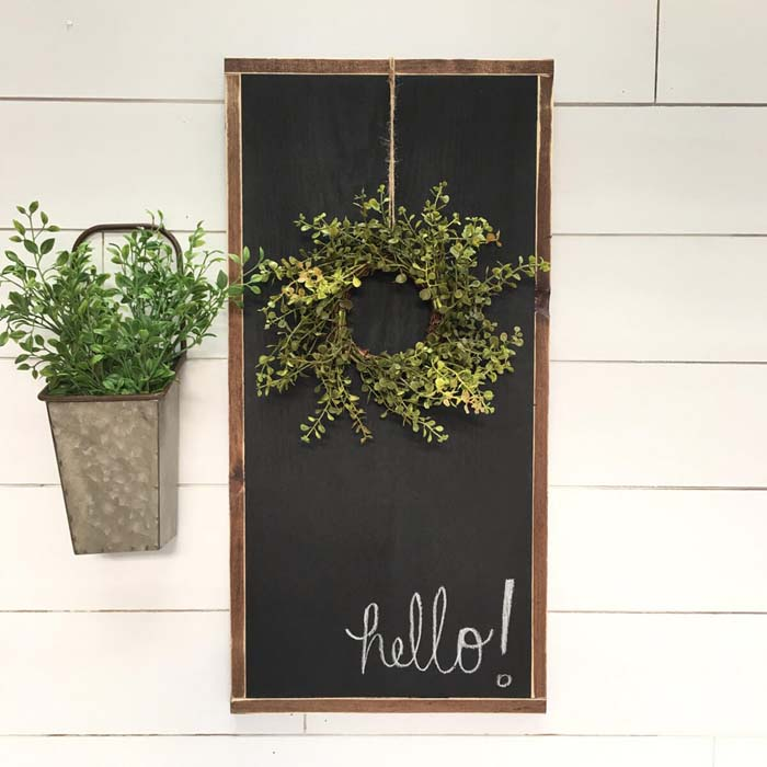 Chalkboard Sign with Hanging Wreath #porch #wall #decor #decorhomeideas