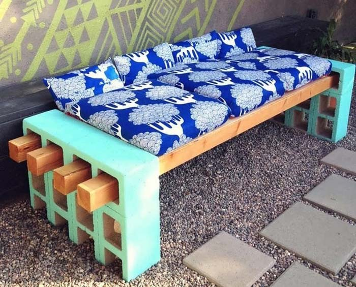 Cinder Block Cushioned Bench #diy #patio #decorations #decorhomeideas