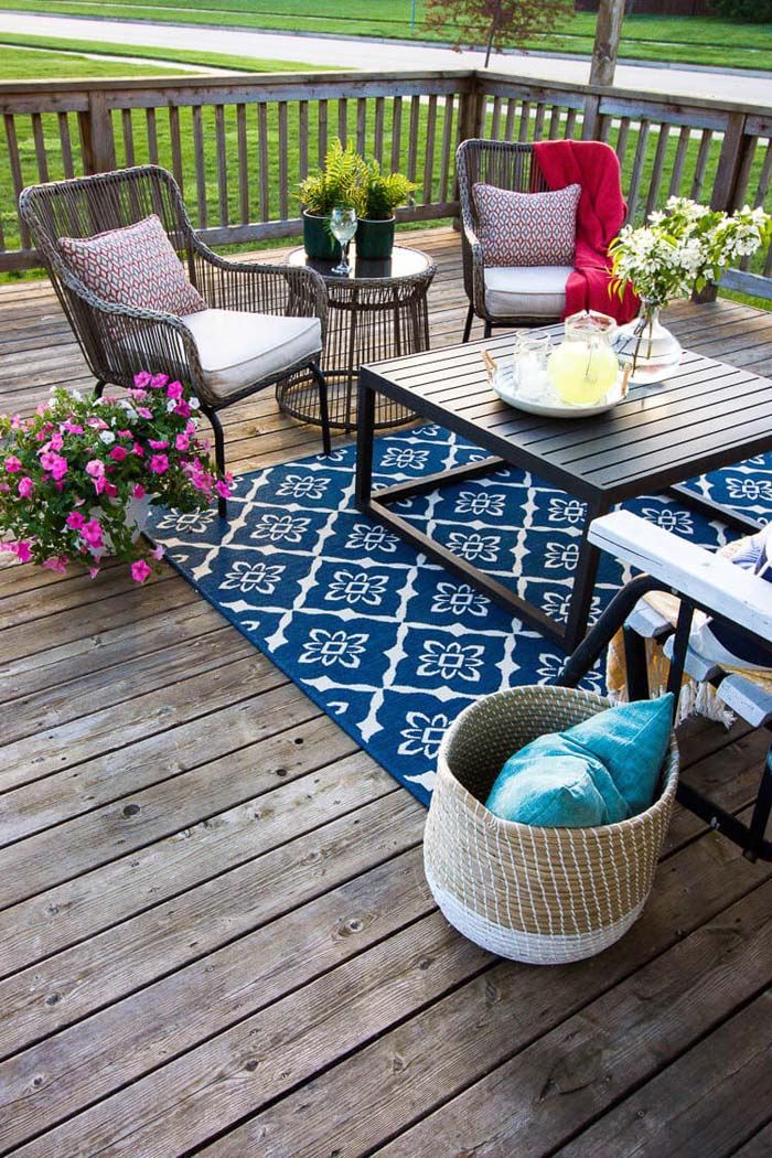Colorful and Decorative Summer Seating #diy #decor #porch #decorhomeideas