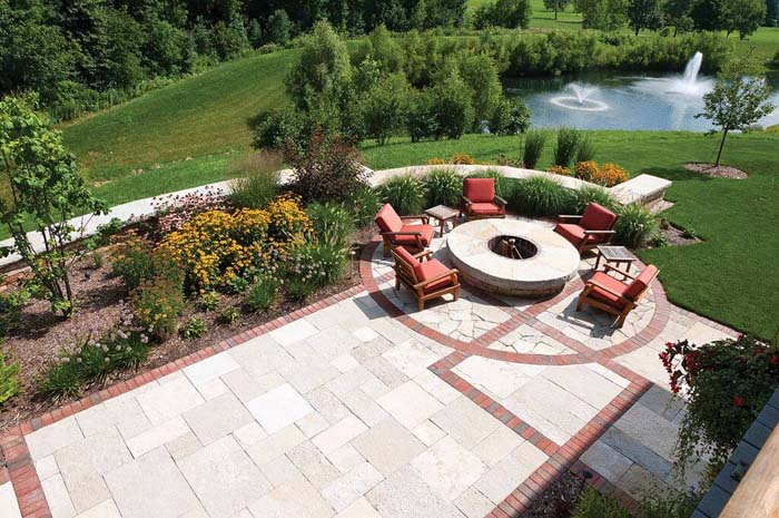 Comfort and Warmth Overlooking a Lake #diy #round #firepit #decorhomeideas