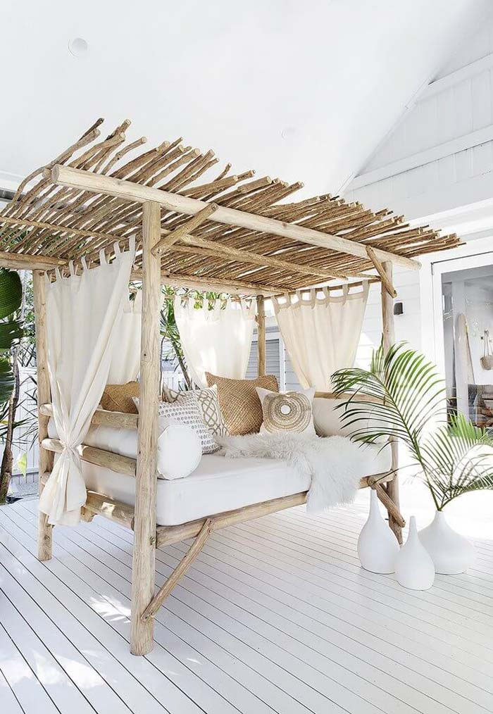 Comfortable Daybed #backyard #sitting #area #decorhomeideas