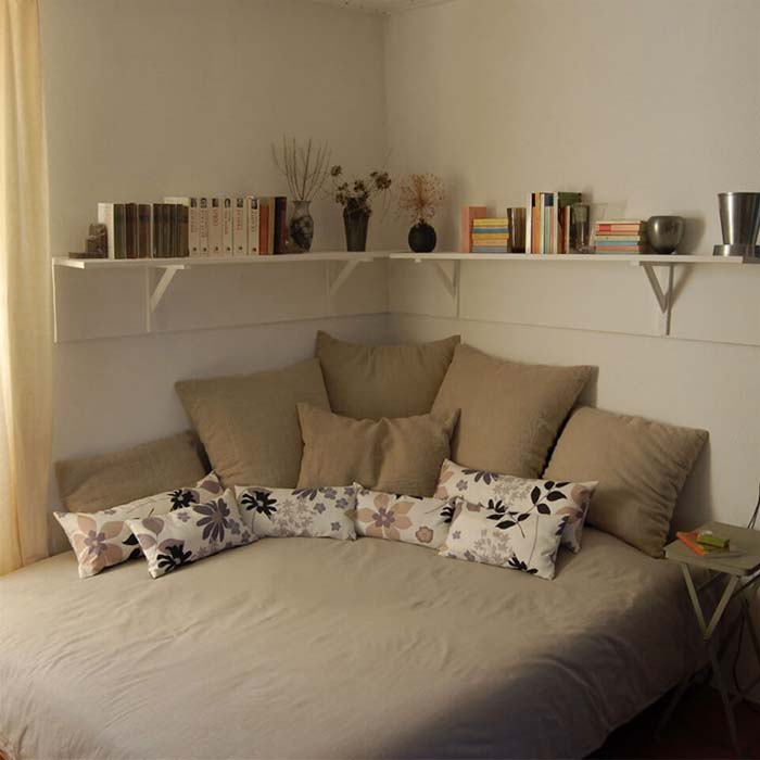 Corner Living with Lots of Pillows #bedroom #small #design #decorhomeideas