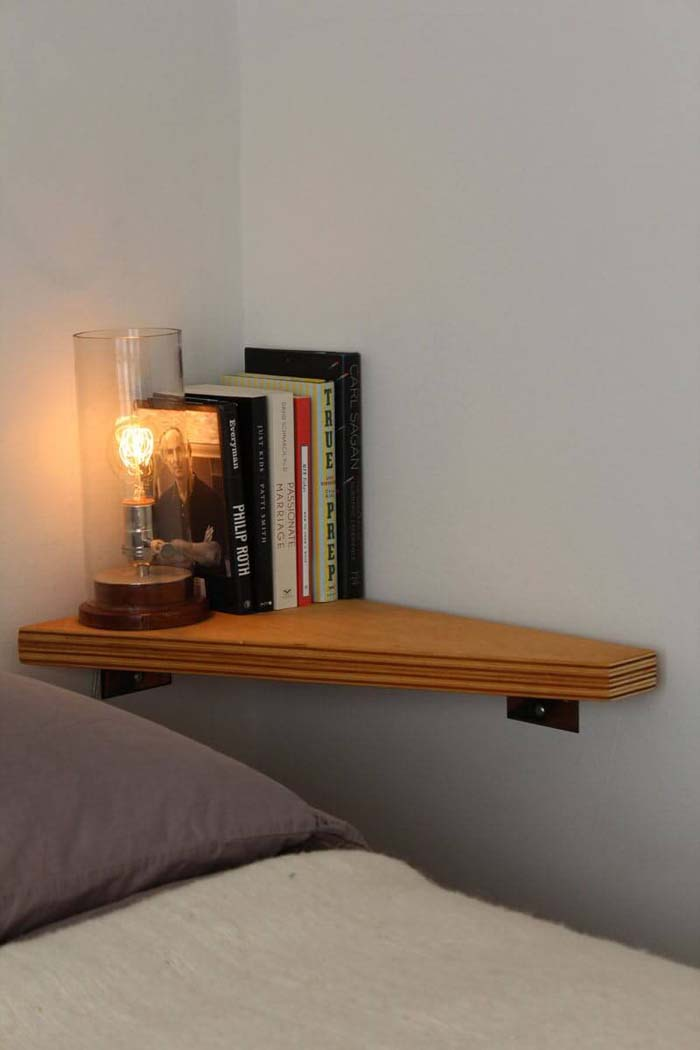 A Corner Night Stand with Light #bedroom #small #design #decorhomeideas