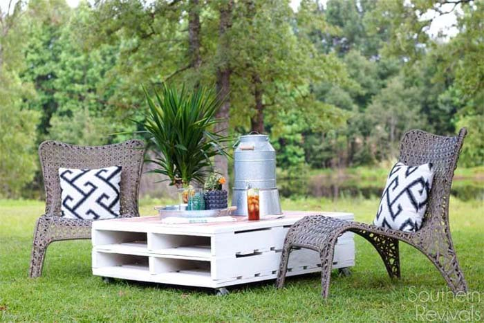 Crate Lawn Table #diy #outdoor #furniture #decorhomeideas
