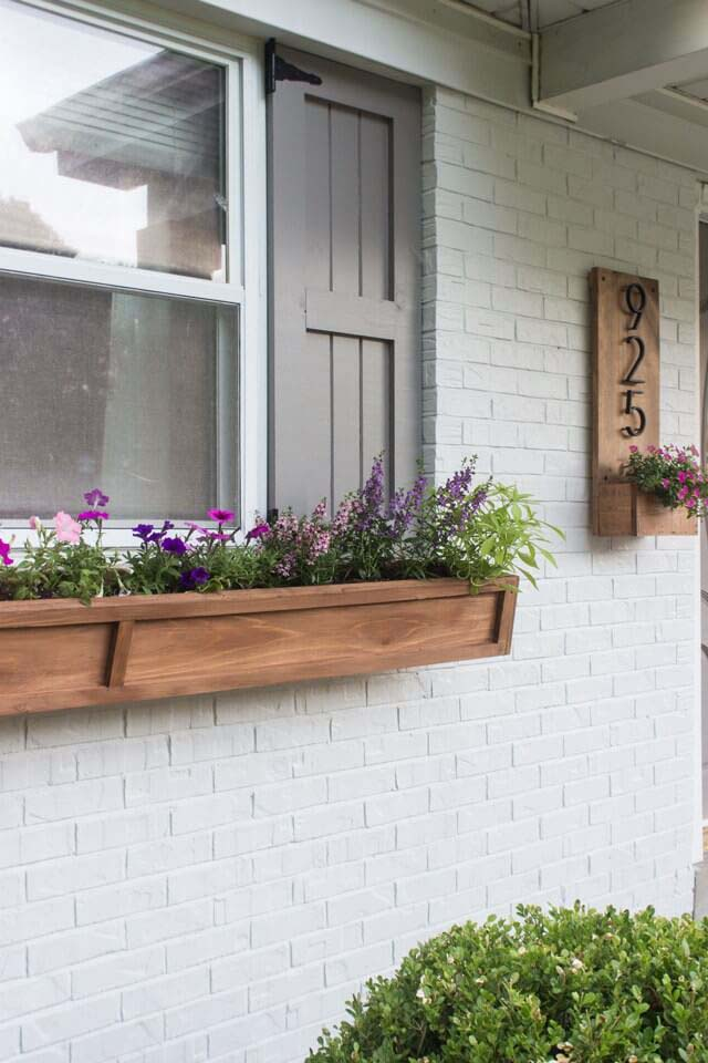 DIY Cedar Window Planters #planter #box #window #decorhomeideas
