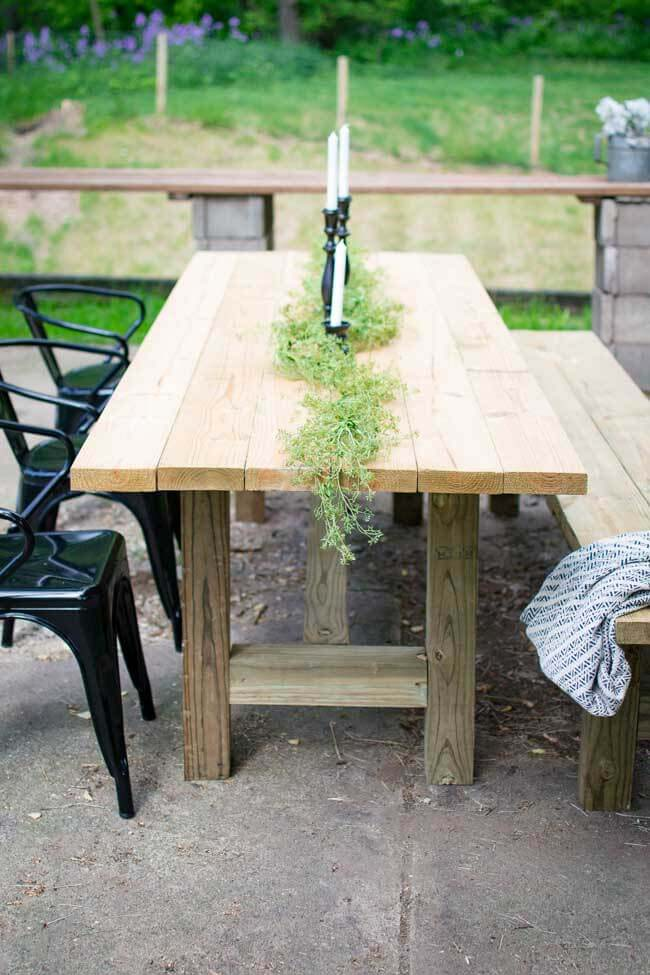 DIY Outdoor Farmhouse Patio Table #diy #patio #decorations #decorhomeideas