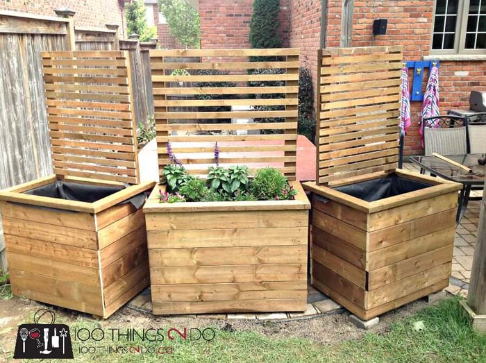 DIY Privacy Screen and Planter #diy #patio #decorations #decorhomeideas