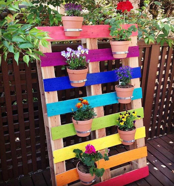 DIY Upcycled Rainbow Pallet Flower Planter #diy #paint #garden #decorations #decorhomeideas