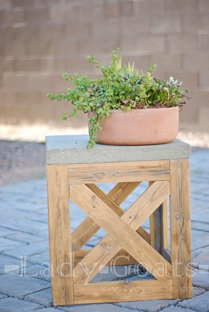 DIY X-Stool or Table #diy #patio #decorations #decorhomeideas