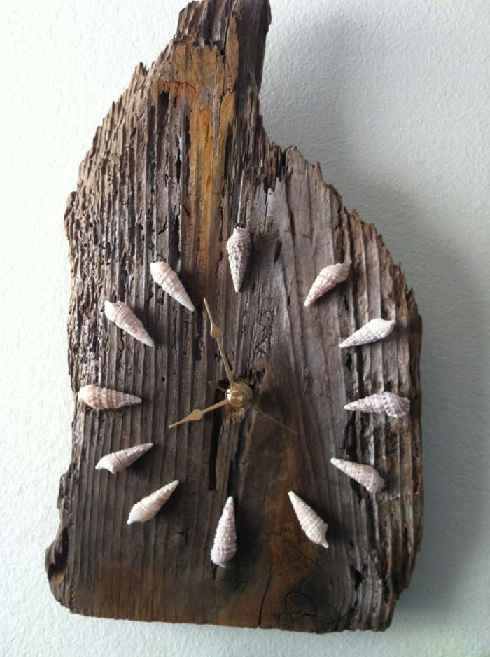 Driftwood Timepiece with Seashell Minute Markers #beach #coastal #decoration #decorhomeideas