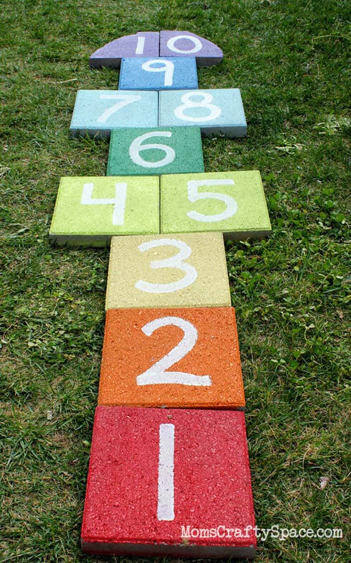 Easy DIY Rainbow Paver Hopscotch #diy #paint #garden #decorations #decorhomeideas