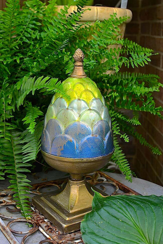 Egg-Shaped Porch Pedestal #diy #paint #garden #decorations #decorhomeideas