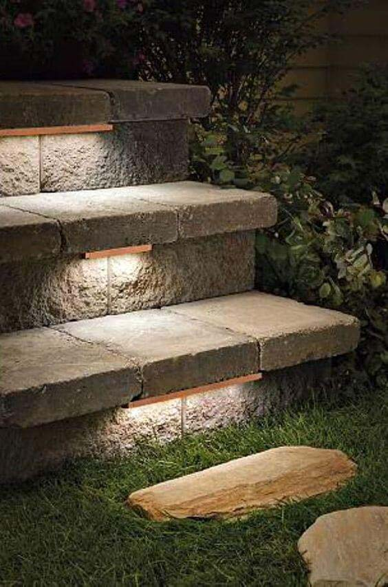 Lights Set in the Top of Stairs #lighting #landscape #garden #decorhomeideas