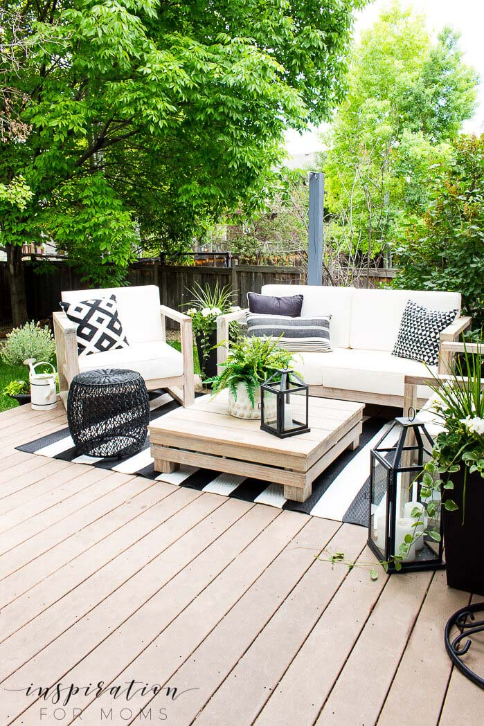 Lounge Area Enhances Outdoor Tranquility #backyard #sitting #area #decorhomeideas