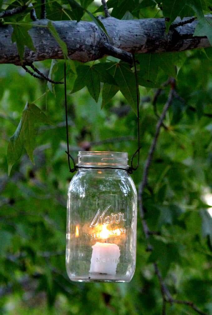 Magical DIY Hanging Mason Jar Lights #diy #masonjar #lights #decorhomeideas