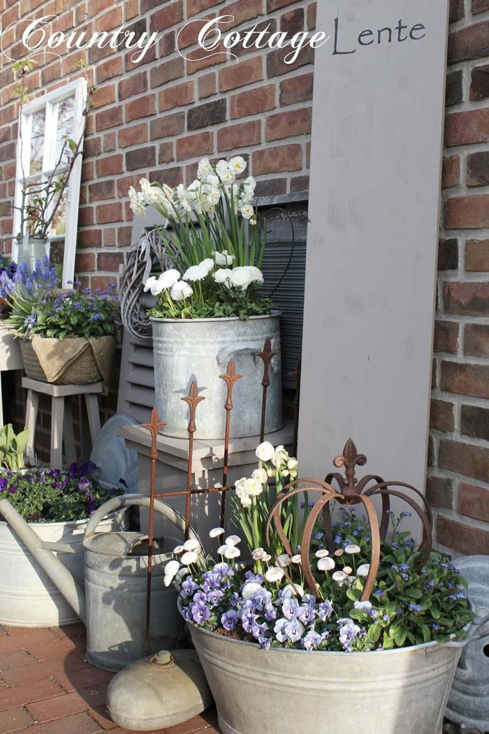 Metal Planters with Flowers #diy #planter #porch #decorhomeideas