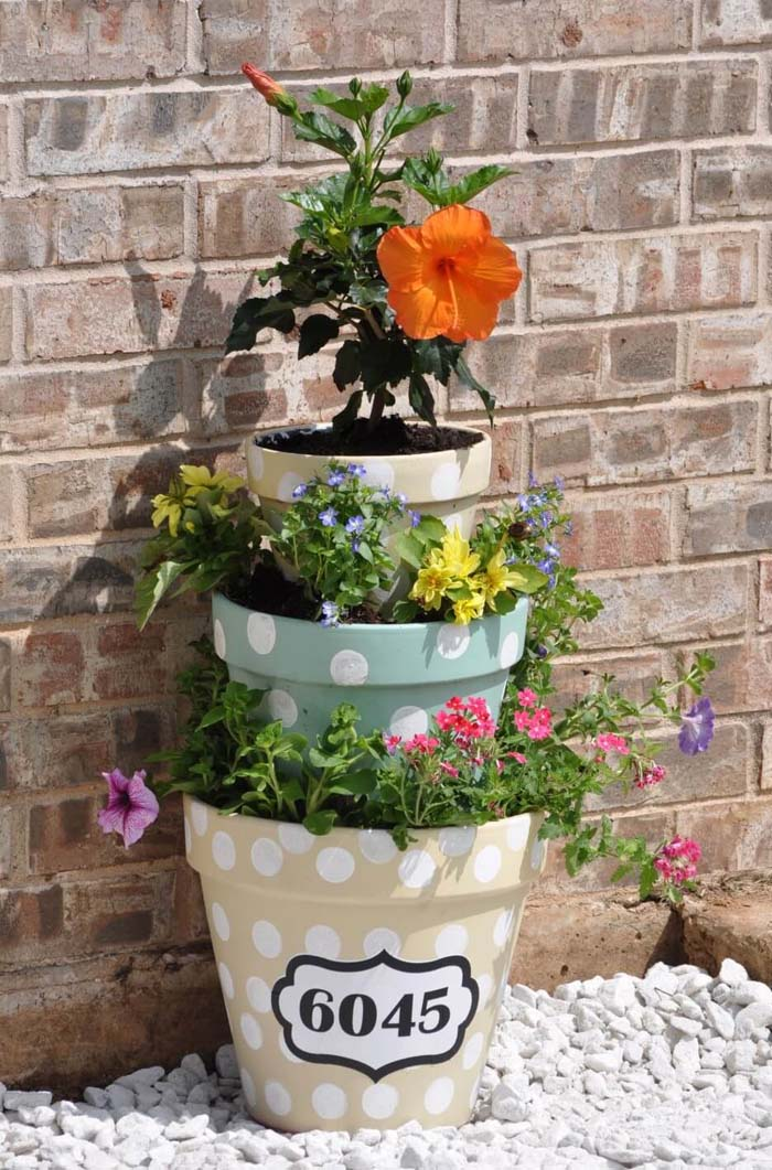 Multi Level Pots with Charming Flowers #diy #planter #porch #decorhomeideas