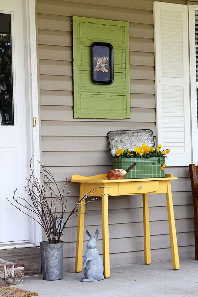 Old Cabinet Door with Hanging Tray #porch #wall #decor #decorhomeideas