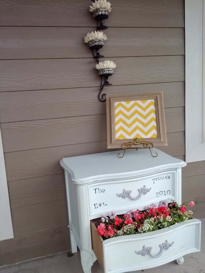 Old Furniture Repurposed Planter #diy #planter #porch #decorhomeideas