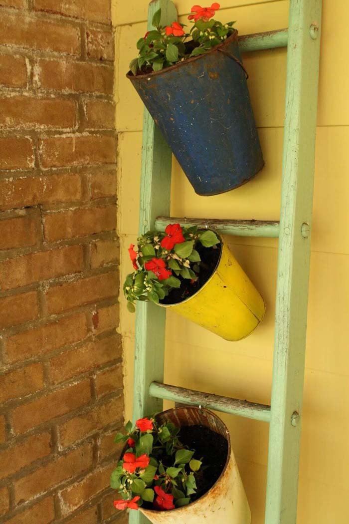 Old Pails Hanging from a Ladder #diy #planter #porch #decorhomeideas