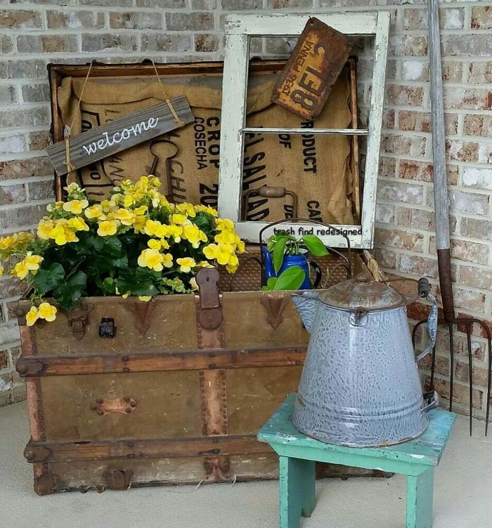 Old Steamer Trunk Planter #diy #planter #porch #decorhomeideas