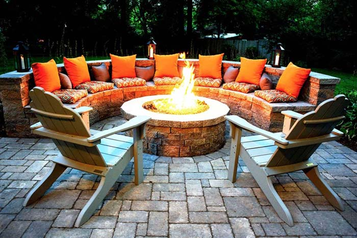 Orange Glowing Round Firepit Area Idea #diy #round #firepit #decorhomeideas