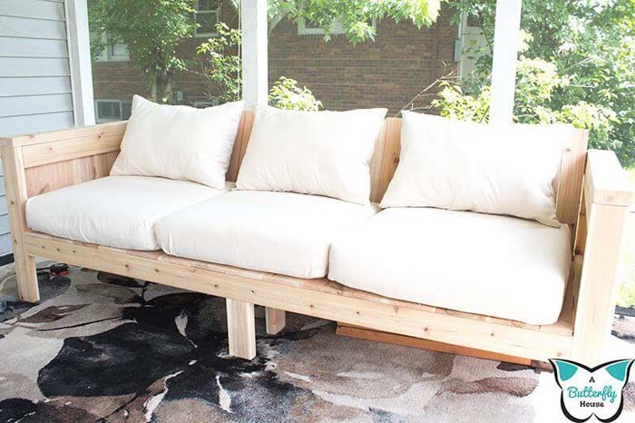 Cheap DIY Outdoor Couch with Cushions #diy #outdoor #furniture #decorhomeideas