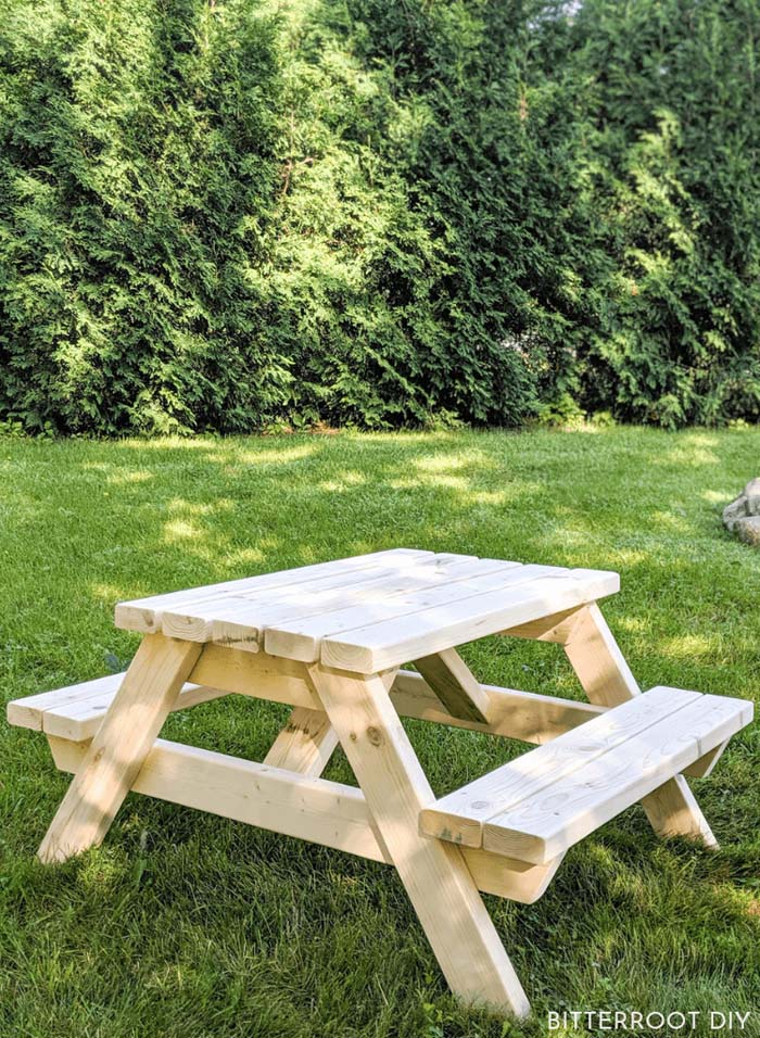 Kids Outdoor Picnic Table #diy #outdoor #furniture #decorhomeideas