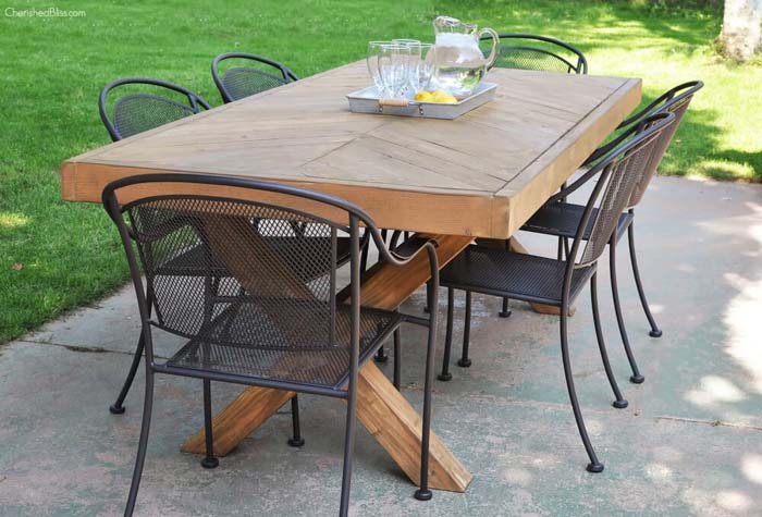 DIY Outdoor Table With Free Plans #diy #outdoor #furniture #decorhomeideas
