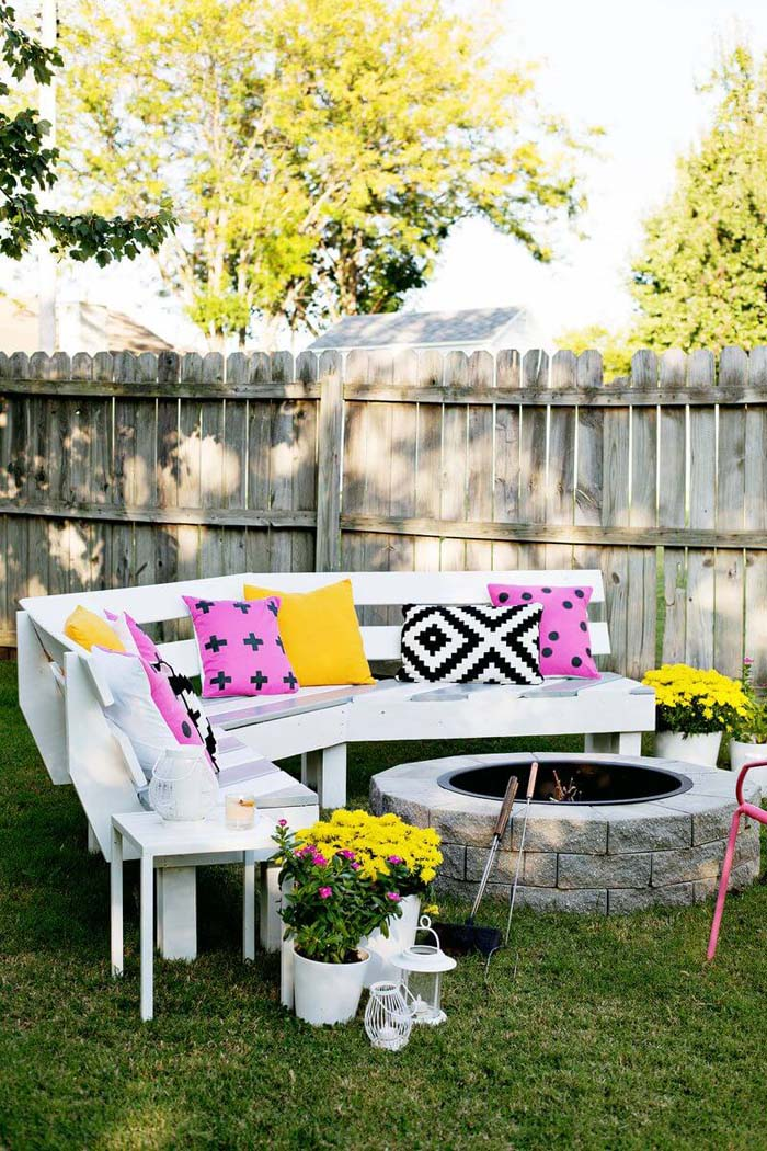 Painted Bench With Fire Pit #diy #outdoor #furniture #decorhomeideas