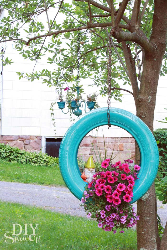 Painted Tire Hanging #garden #container #planter #decorhomeideas