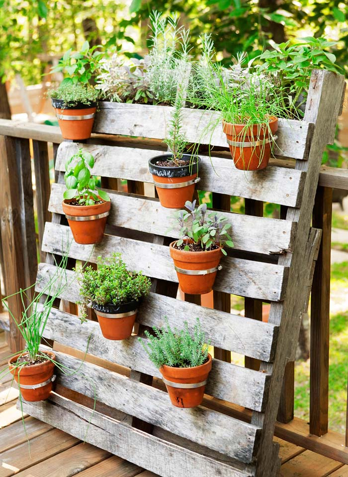 Palette and Pot Planter From Old Pallet #garden #container #planter #decorhomeideas