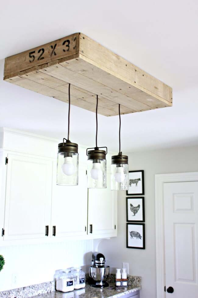 Pallet Light Box For Your Kitchen Island #diy #masonjar #lights #decorhomeideas