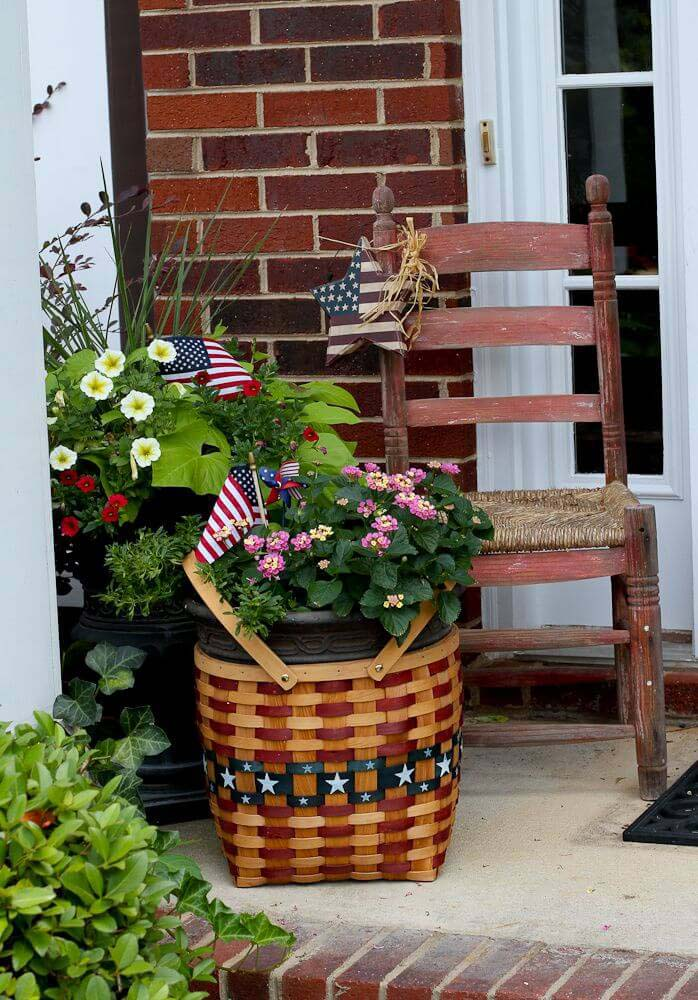Patriotic Basket Flower Planter #diy #planter #porch #decorhomeideas