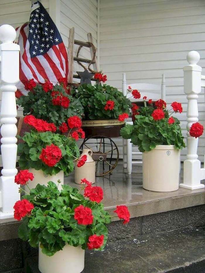 Patriotic Red Geraniums In Simple Planters #diy #planter #porch #decorhomeideas