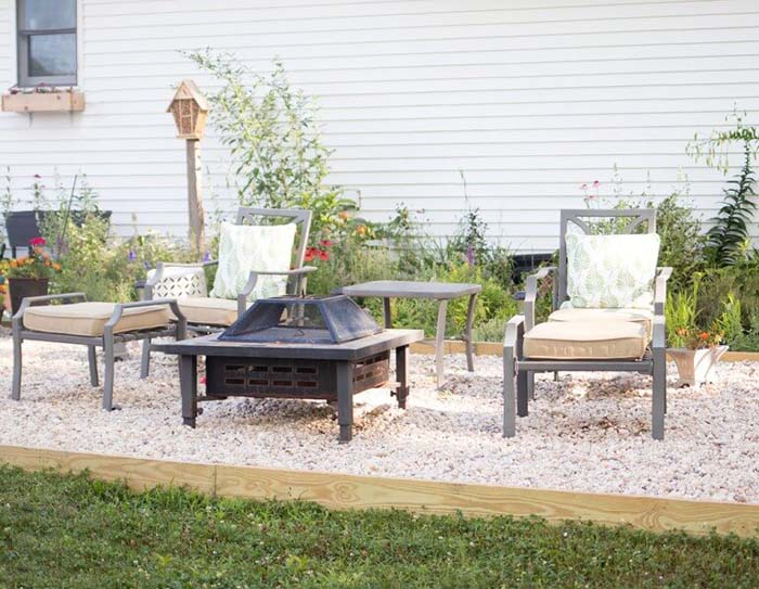 Pea Gravel Patio DIY #backyard #sitting #area #decorhomeideas